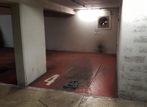 Location de Parking abrité : 22 Rue de Berri, Paris, France