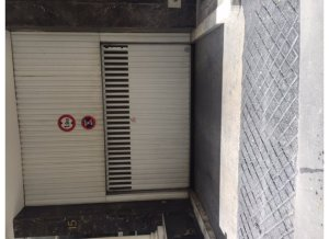 Location de Parking abrité : 13 Rue de Berri, Paris, France