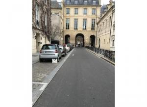 Location de Parking abrité : 4 Rue de Béarn, Paris, France