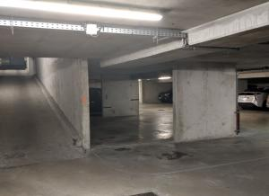 Location de Parking abrité : 8 Allées de l'Europe, Clichy, France