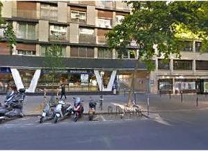 Location de Parking abrité : 114 Avenue Philippe-Auguste, 75011 Paris, France
